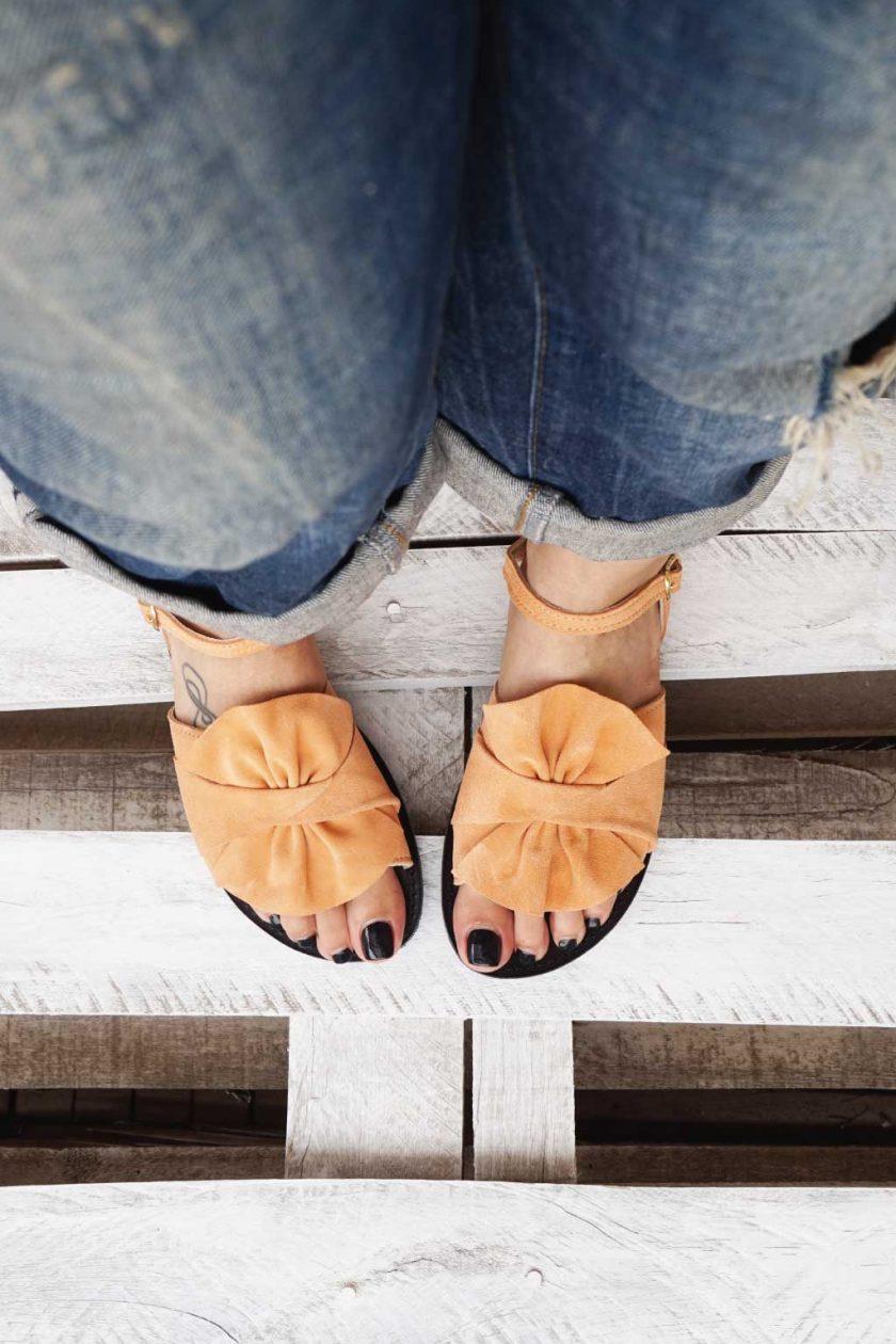 Płaskie sandały damskie ze skóry naturalnej FUNKY B, nude – koral