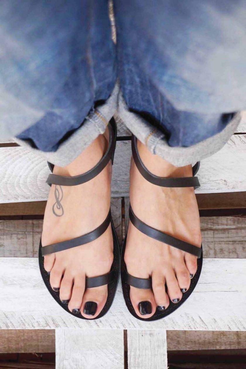 Płaskie sandały ze skóry naturalnej FUNKY DAY, czarne
