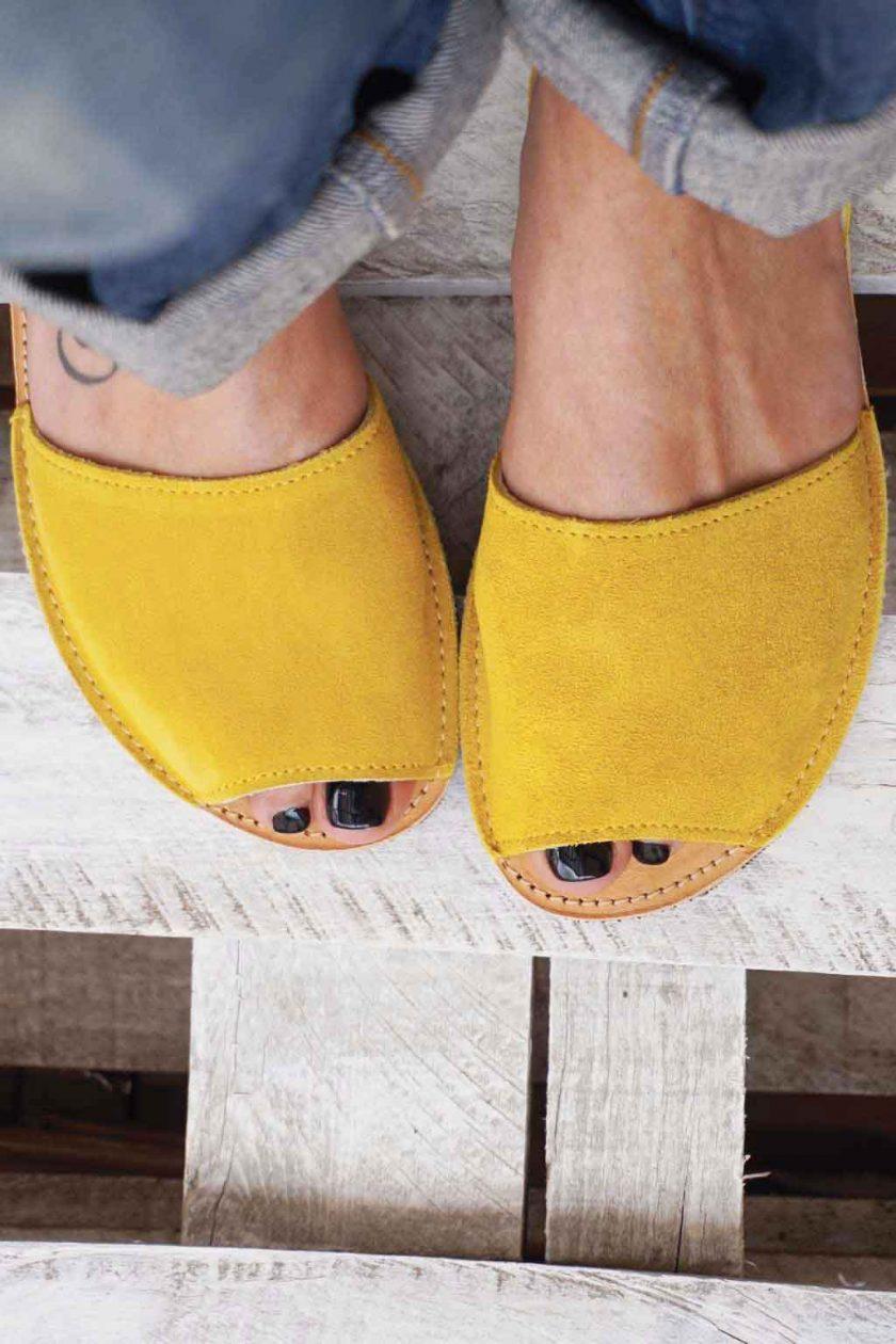 Płaskie sandały ze skóry naturalnej FUNKY Q, żółte