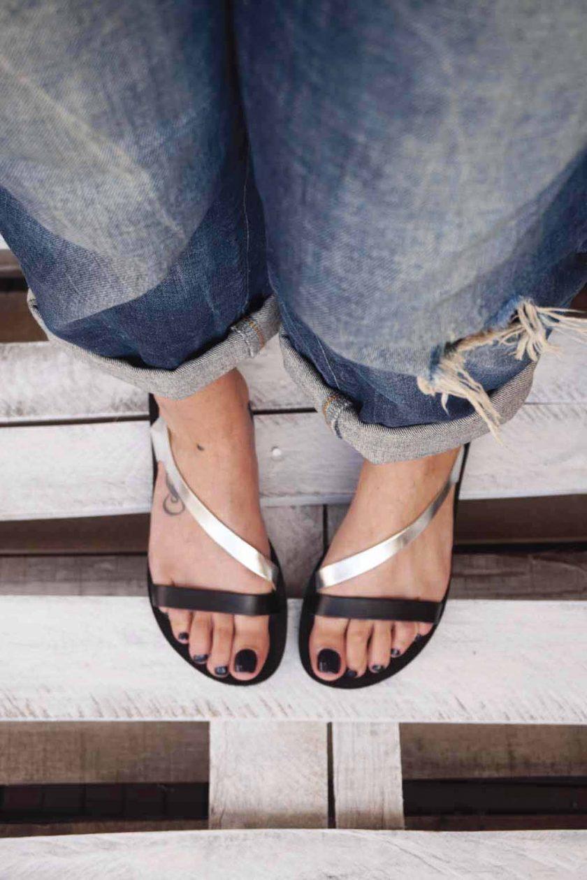 Sandały damskie ze skóry naturalnej FUNKY STRIPES, srebrne