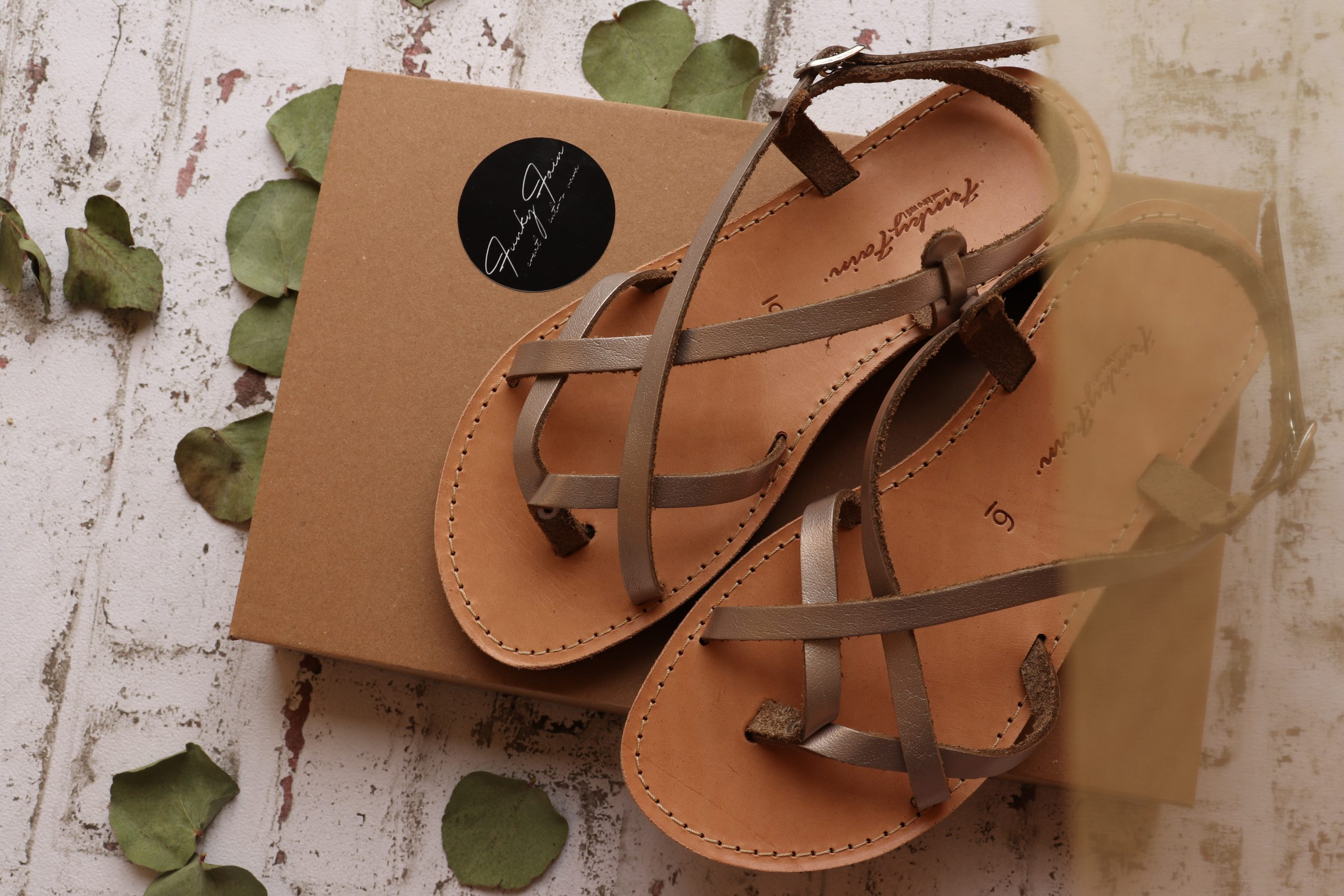 Sandały damskie ze skóry naturalnej FUNKY FEELING, odcień metaliczny