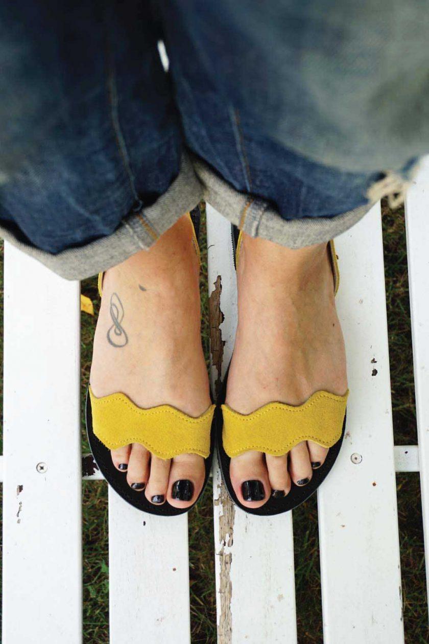 Sandały damskie ze skóry naturalnej FUNKY VIBE, żółte